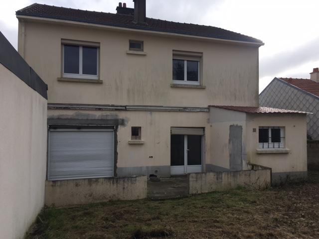 Grande maison à rénover avec garage et jardin